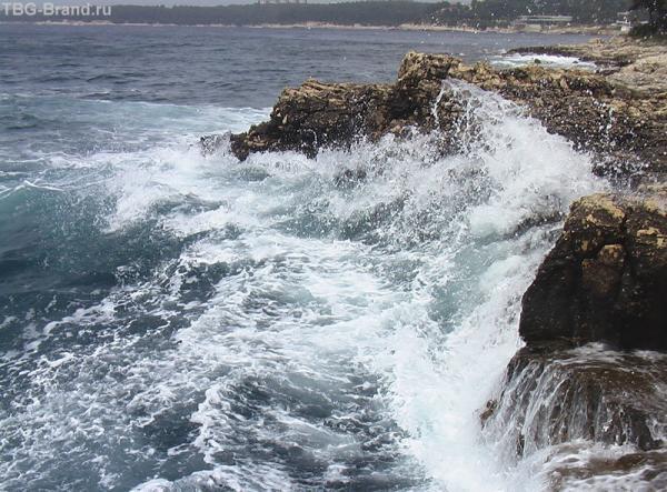 Бушующее море  так радует глаз