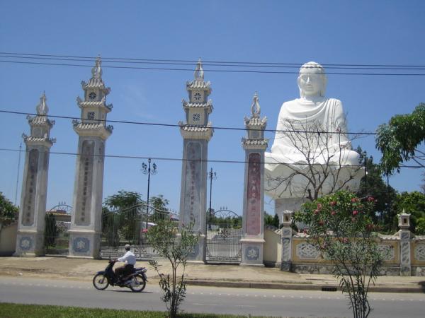 Будда огромный