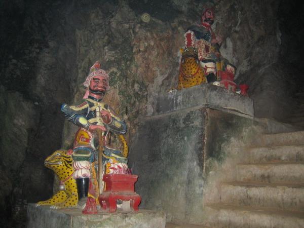 Пещерные статуи