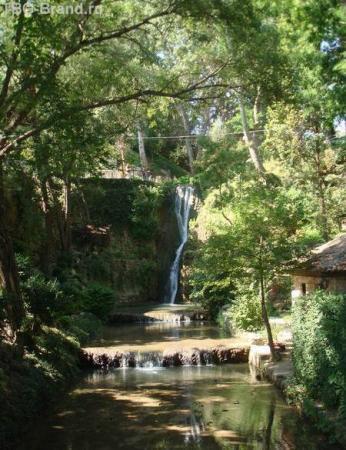 Водопад в Ботаническом саду. Мое желание не исполнил, почемуто.