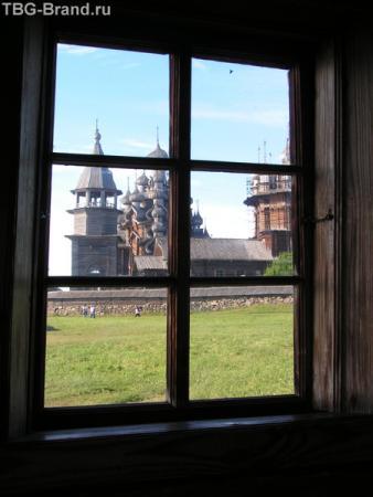 а из нашего окна церковь только и видна!