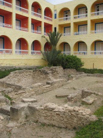 Руины римской виллы во дворе отеля!
