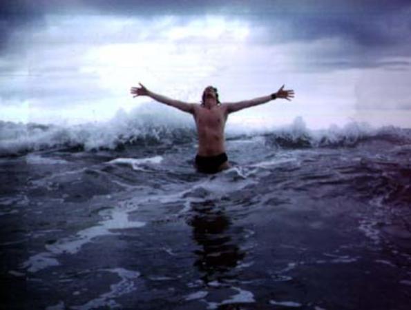 А это музыкант из финской группы Nightwish. Фото, разумеется, не мое...