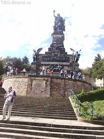 Рейн. Нидервальд. Общий вид памятника