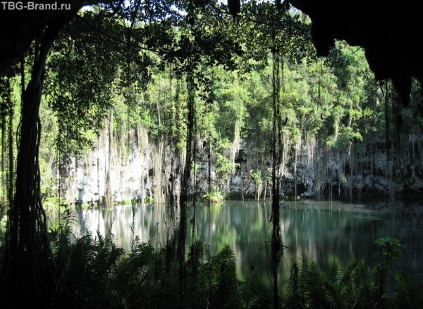 В глубине пещеры есть красивое озеро с красивой легендой.