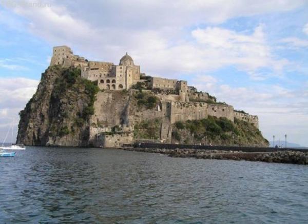 Арагонский замок на о.Искья