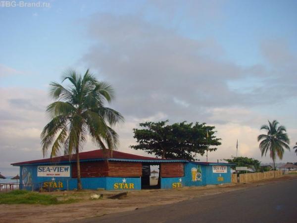 Это в Сьерра Леоне. Кафе на набережной.