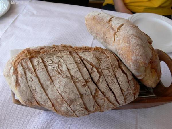 Вкусный деревенский хлеб.