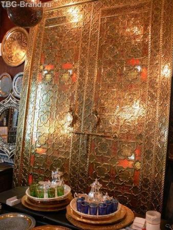 Эта дверь стоит 25000 евро.