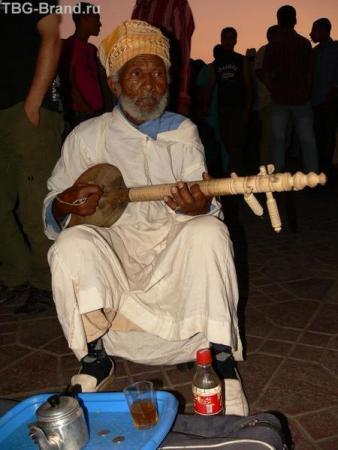 Спокойный музыкант.