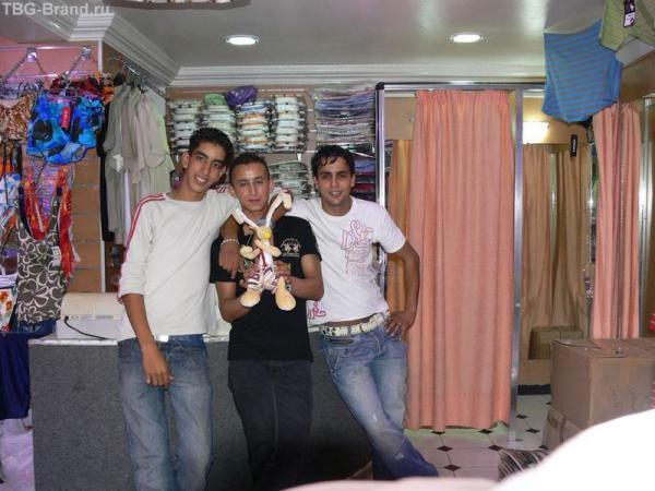 Вован в магазине одежды подоружился с продавцами