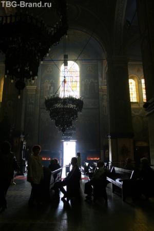 Молятся в соборе