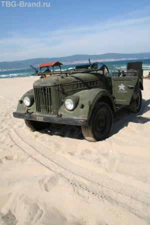 Джип на пляже
