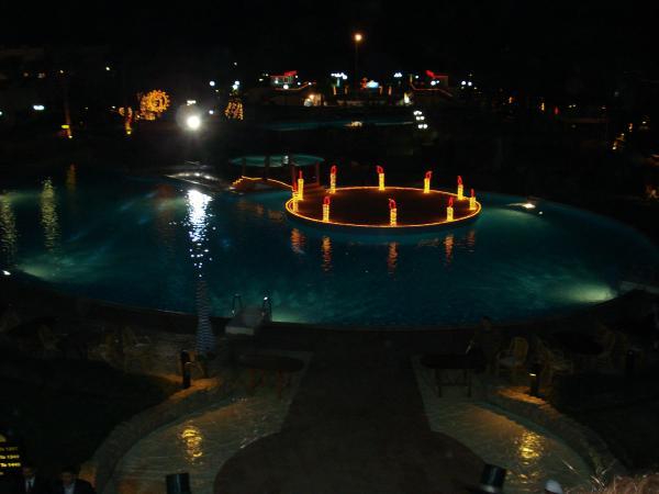бассейн в Гафи вечером
