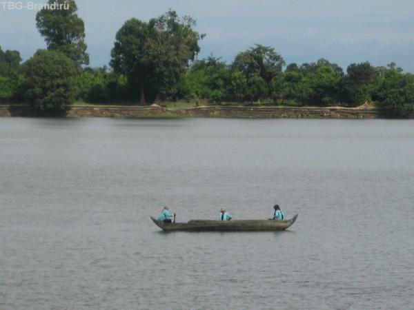 Одинокая лодка