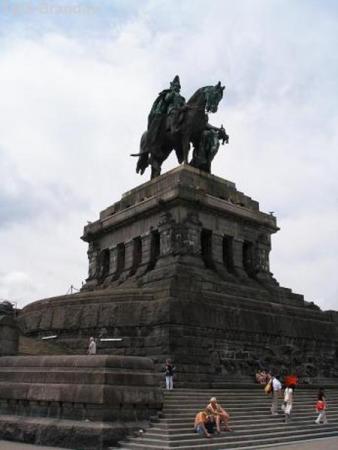 монумент кайзеру Фридриху