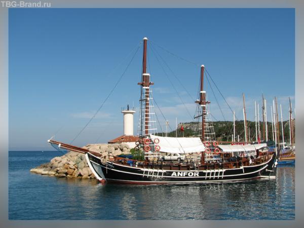Корабль, маяк