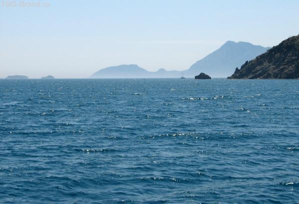 Средиземное море в середине дня