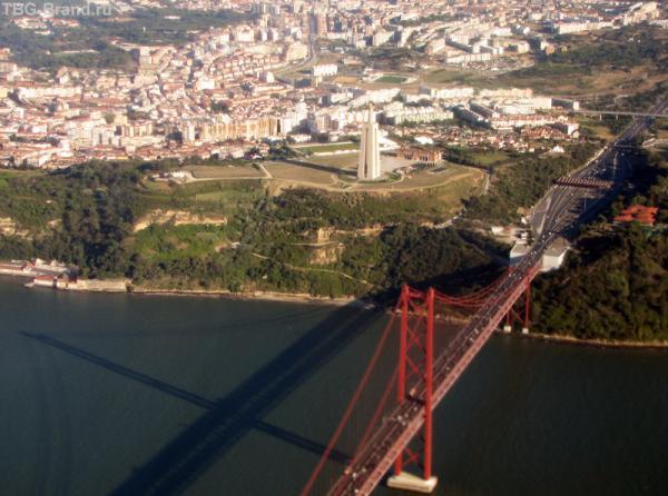 Мост и памятник Христу (вид сверху)