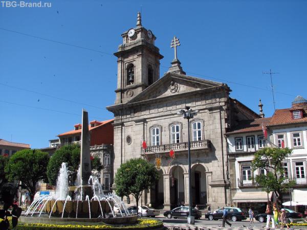 Площадь Турал и церковь Св. Петра (S. Pedro)