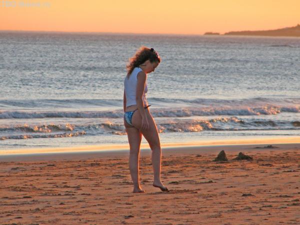 Ногой на песке