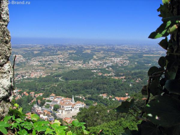 Вид из крепости на долину