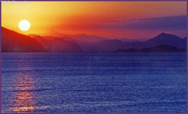 Солнце встаёт над морем