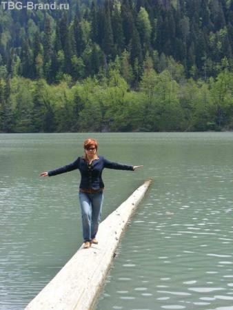 ходила измерять глубину озера :)