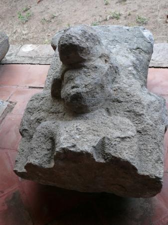 Теперь в монастыре музей. Каменный идол с острова Сапатера на озере Никарагуа (Косиболька).