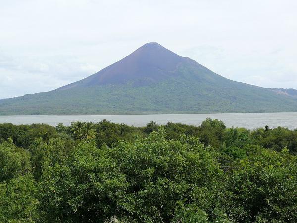 Вулкан Момотомбо