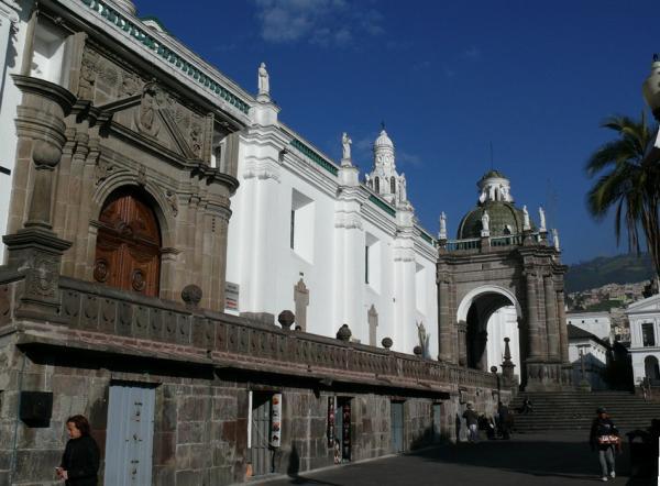Городской Кафедральный собор в Кито на Площади Независимости.