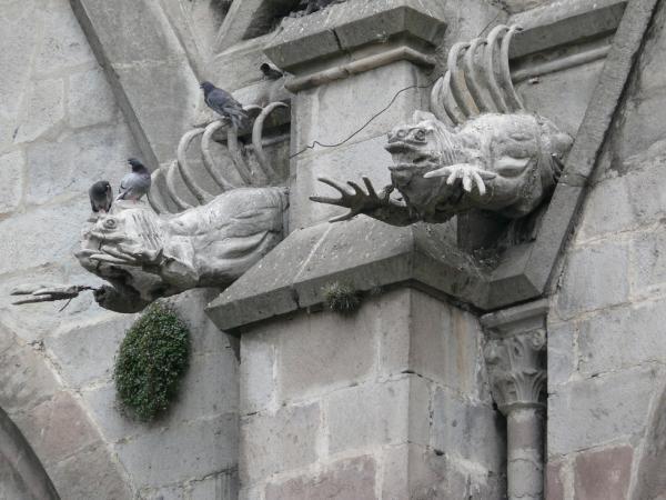 Неоготика в Южной Америке смотрится не очень «эндемично», однако Базилика в Кито – апофеоз эндемизма. Вместо химер – игуаны…