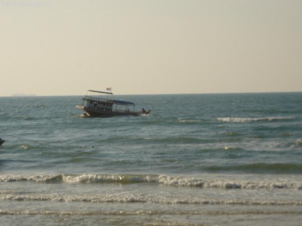 наш корабль, уносимый волнами(с берега полуострова)