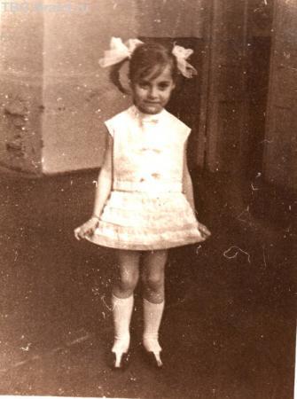"""я - девочка-""""ёлочка"""", с которой я себя тогда отождествляла... мне 4 годика"""