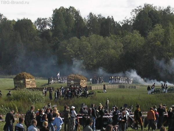 имитация села Семеновское, которое стояло за ручьем и приняло удар.
