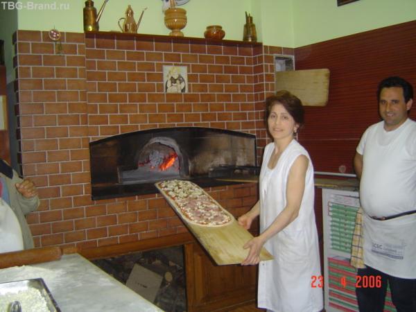 метровая пицца для большой итальянской мафии)))