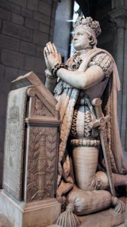Статуя Людовика XVI в Сен-Дени.