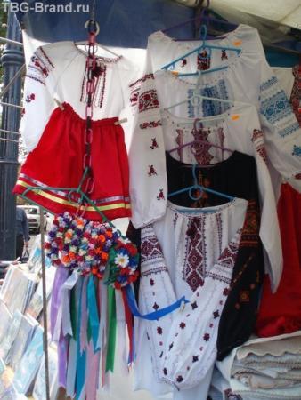 Сувениры-веночки-рубашеки, куда ж без них?