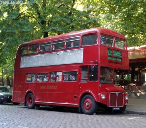 Это Киев. Но транспорт попадается лондонский.