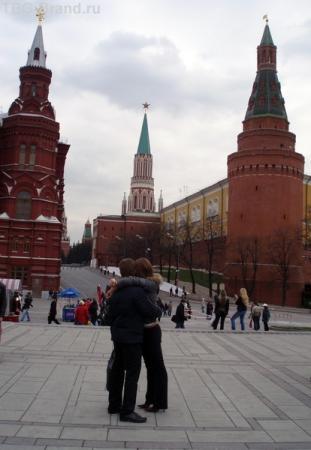 И влюбленные пары на фоне Кремля будут ждать тебя.