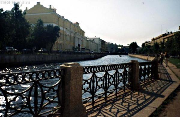 Можно увидеть Петербург вот таким...(вид на Юсуповский дворец с набережной р.Мойки).