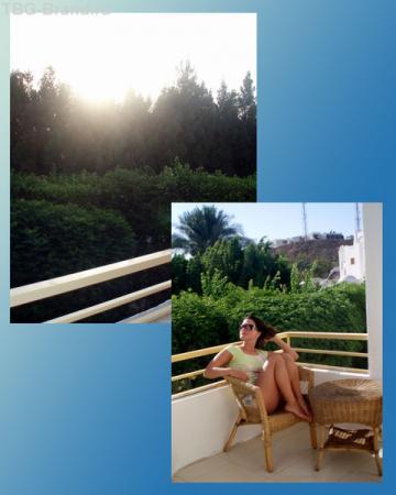 Нас устроило утреннее солнышко - на балконе можно и позагорать.