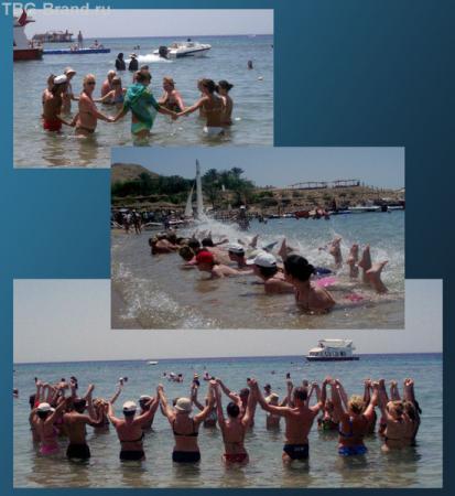 Или как в воде делают аквааэробику. Но перед этим еще побегают по пляжу, крича: Аква-а-аджи-им.