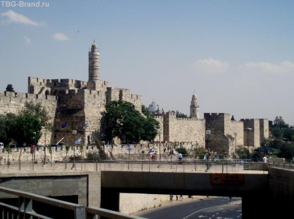 Башни и стены Старого города.