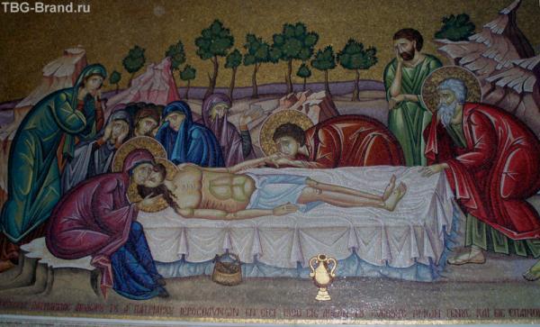Яркие фрески на библейкие сюжеты - все понятно без слов.