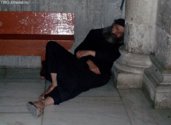 Здесь можно увидеть самых и спящих  людей!
