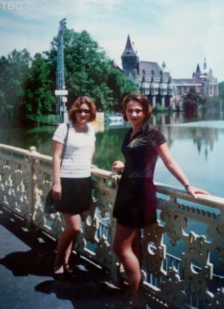 На фоне замка Вайдахуньяд. Будапешт, лето 1999