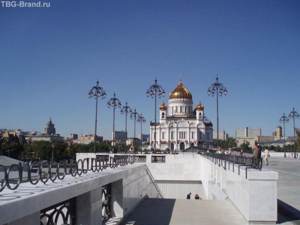 Вид на храм с нового моста