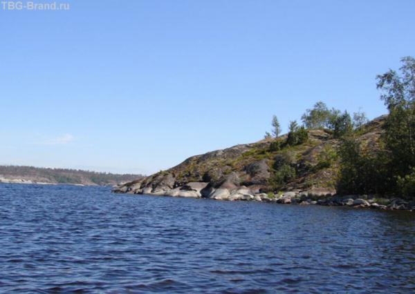 На катамаране и предстояло за две недели проплыть по  живописнейшим местам Северной Ладоги