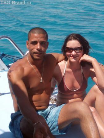Гид Мухамед-Али со мной... плачем на палубе от коварного Красного моря.
